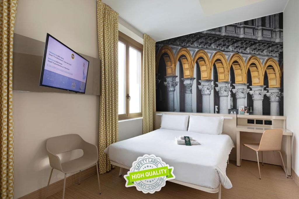 A television and/or entertainment center at B&B Hotel Milano Sant'Ambrogio