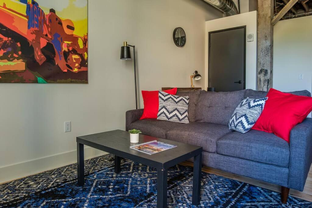 A seating area at Cozy 2BR with Historic Charm