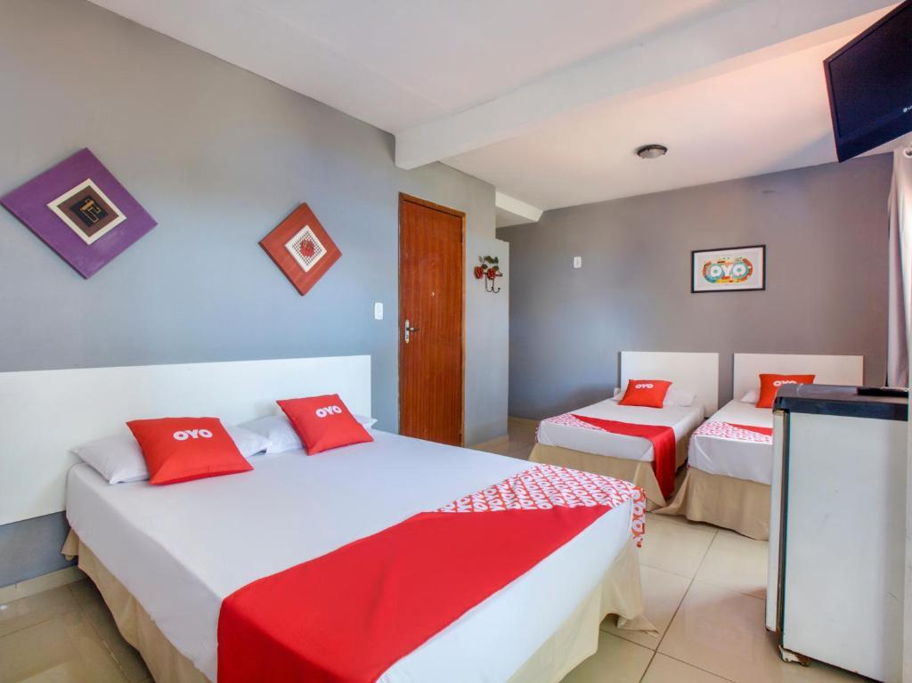 A bed or beds in a room at OYO Pousada Recanto Shangrilá