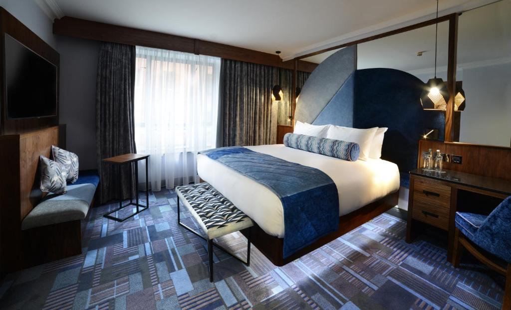 A bed or beds in a room at Arthaus Hotel