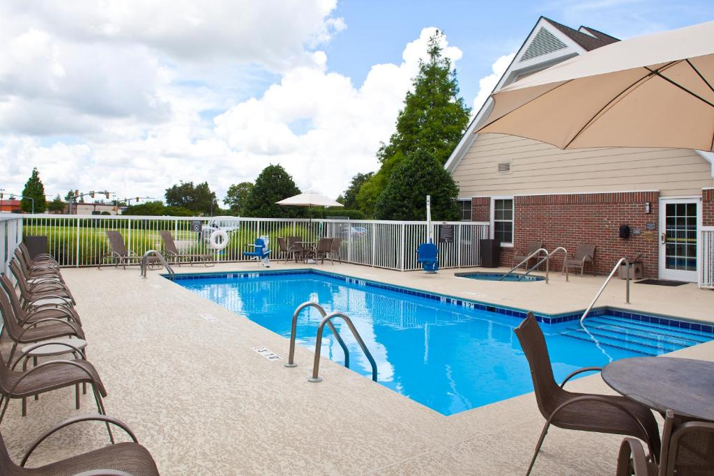 The swimming pool at or near Residence Inn Baton Rouge Siegen