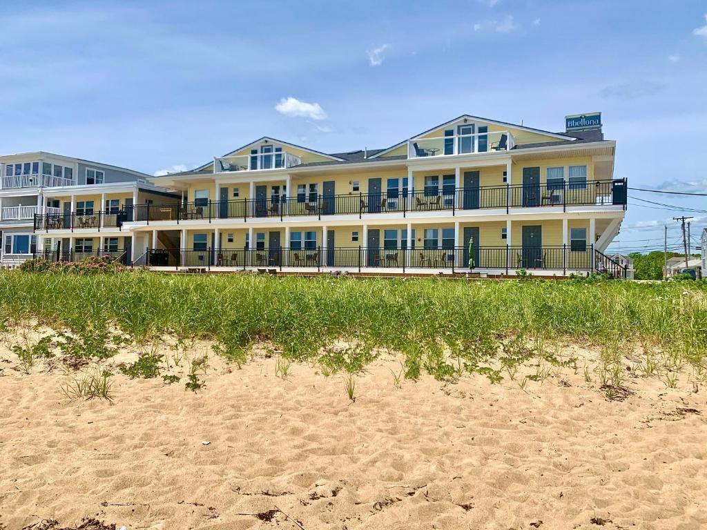 Abellona Inn & Suites