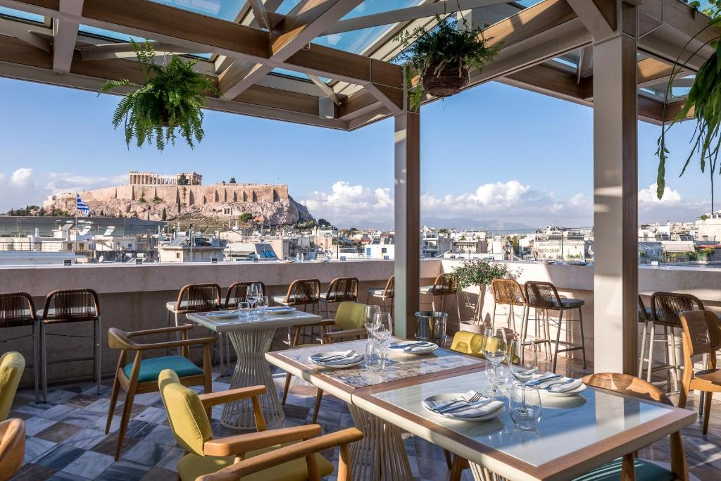 A restaurant or other place to eat at niche Hotel Athens