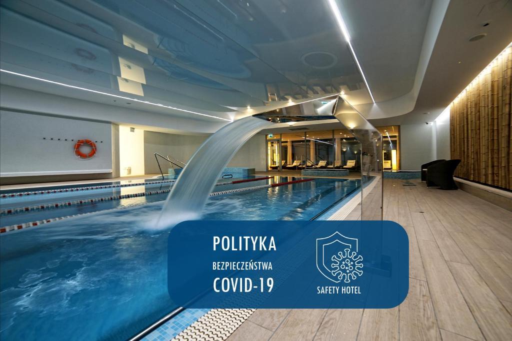 Бассейн в Hotel Bażantowo Sport или поблизости