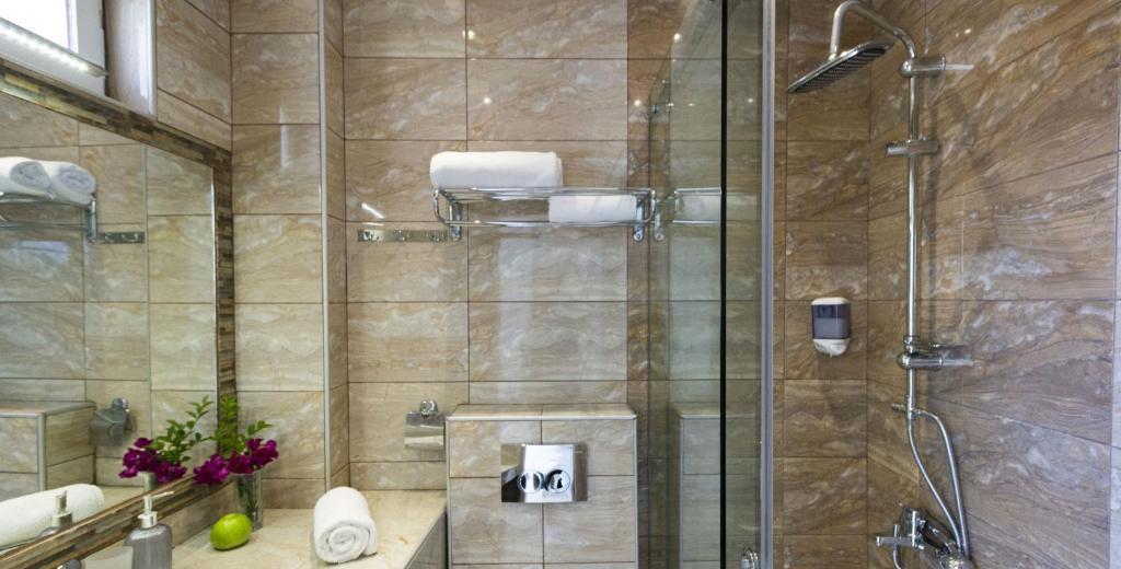 Ванная комната в Hotel Odysseas