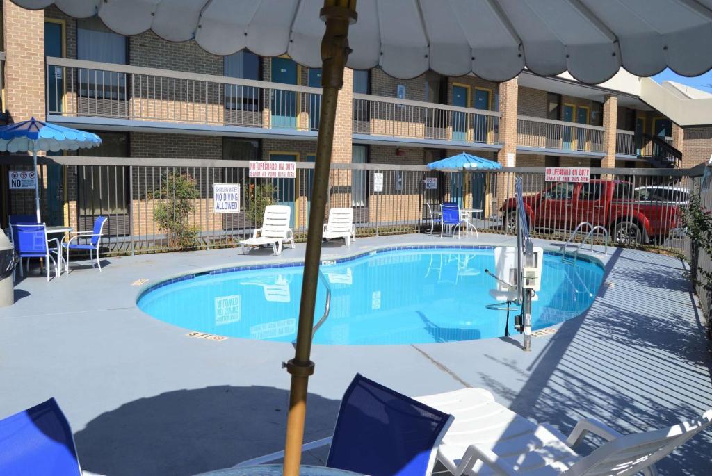 Days Inn by Wyndham Easley West Of Greenville/Clemson Area
