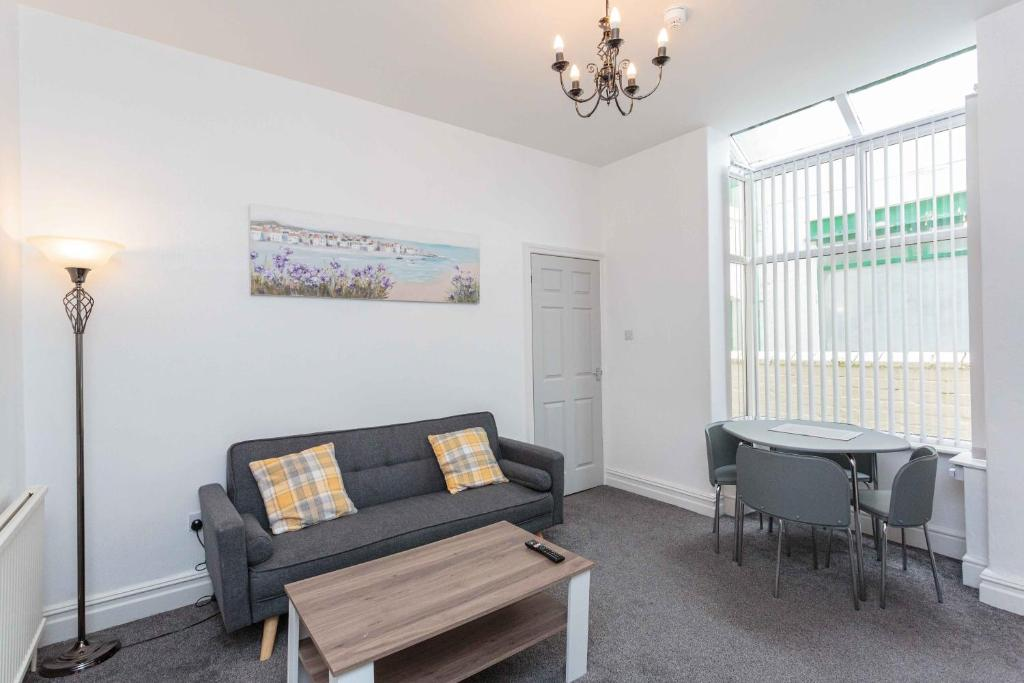 A seating area at Cherry Property - Harrowside