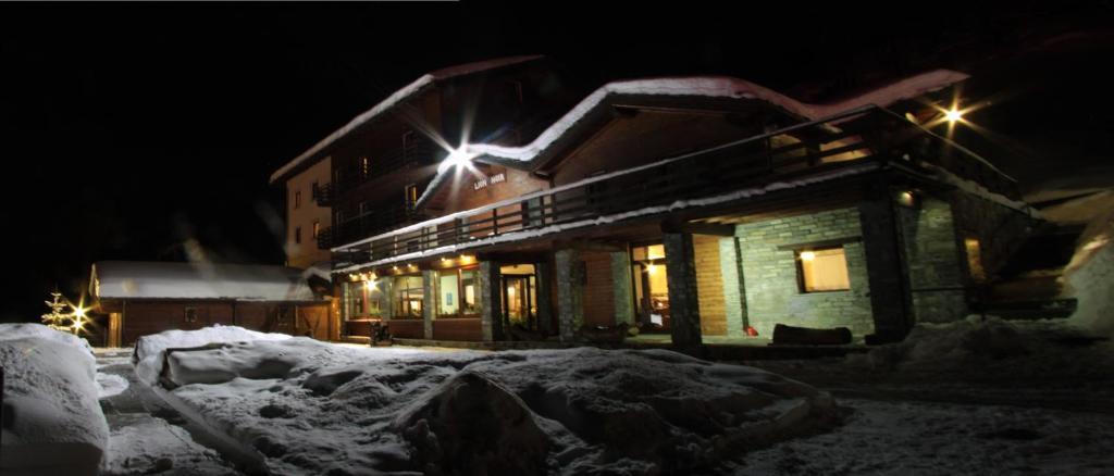 Hotel Lion Noir durante l'inverno