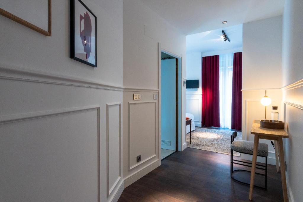 Una televisión o centro de entretenimiento en Hotel Trueba