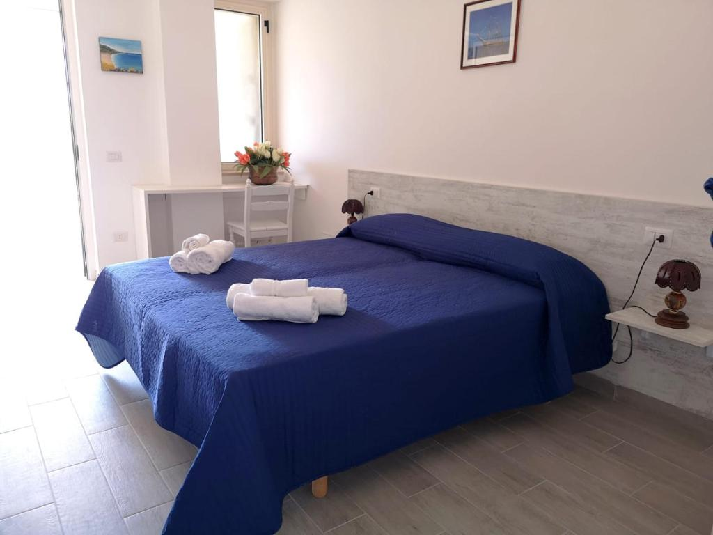 A bed or beds in a room at Country B&B Palinuro