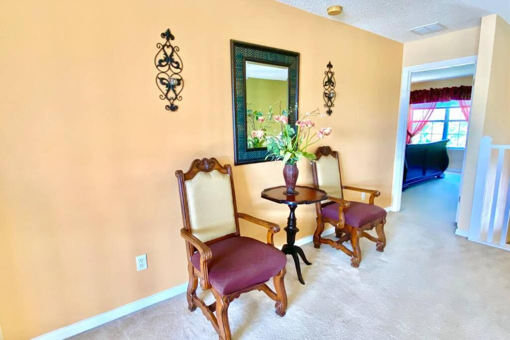 A seating area at Near Disney-Lakeview 7 BDR 5.5 Bath 4 King Ensuite with Pool and Hot Tub
