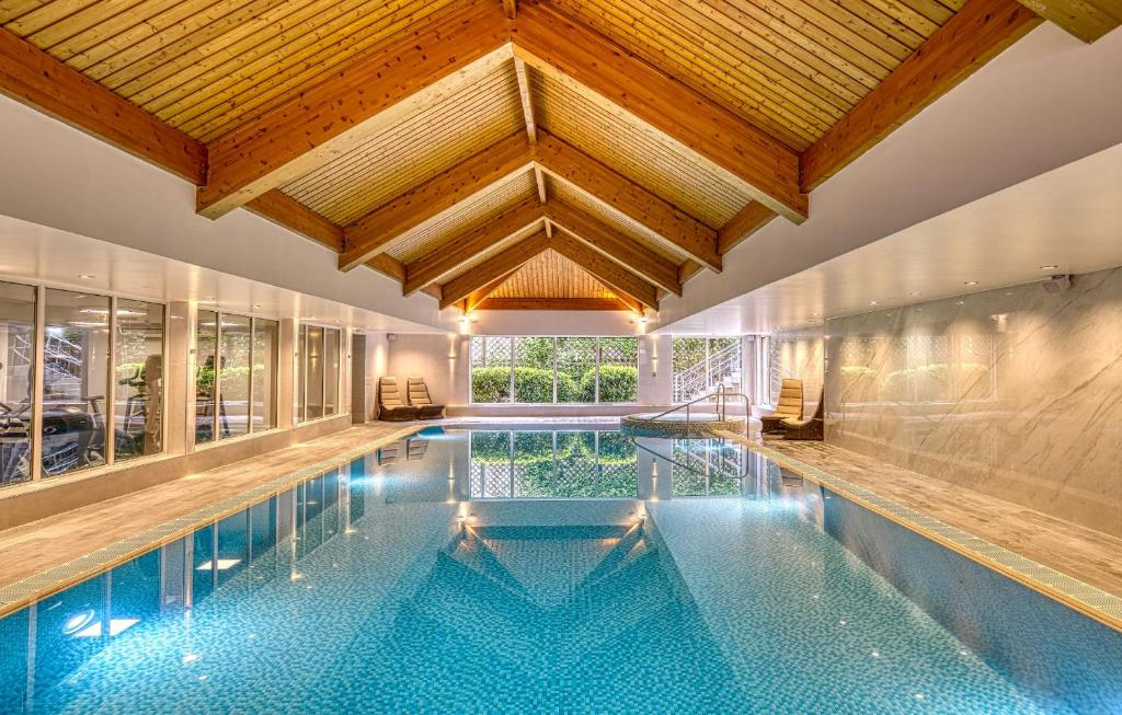 The swimming pool at or near Best Western Inverness Palace Hotel & Spa