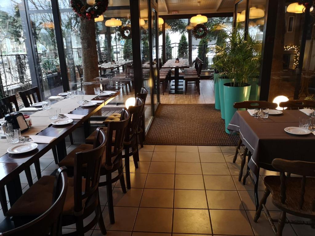 Restauracja lub miejsce do jedzenia w obiekcie Villa Royal