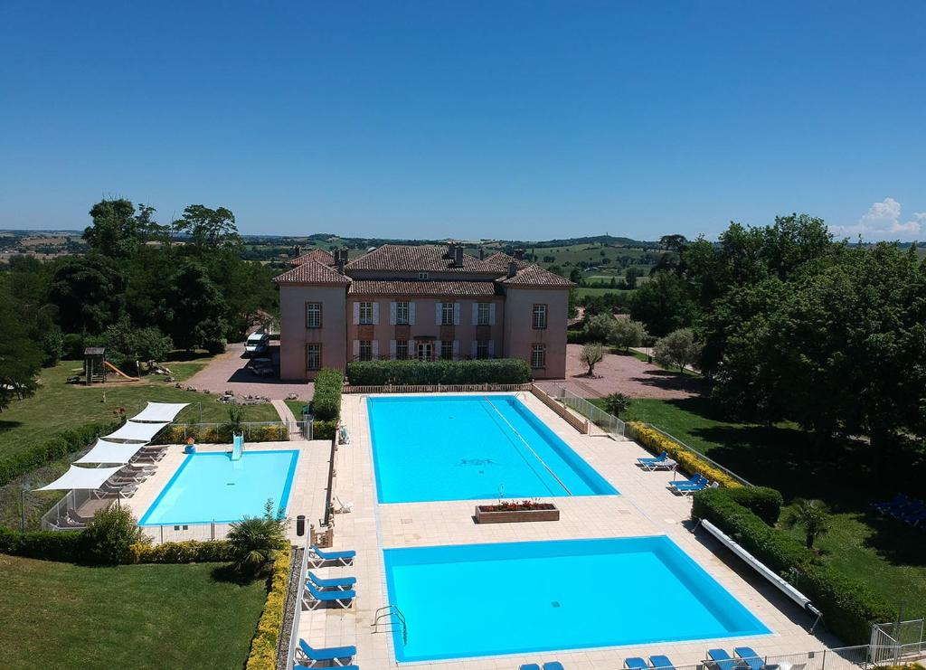 A view of the pool at Residence Chateau de Barbet or nearby