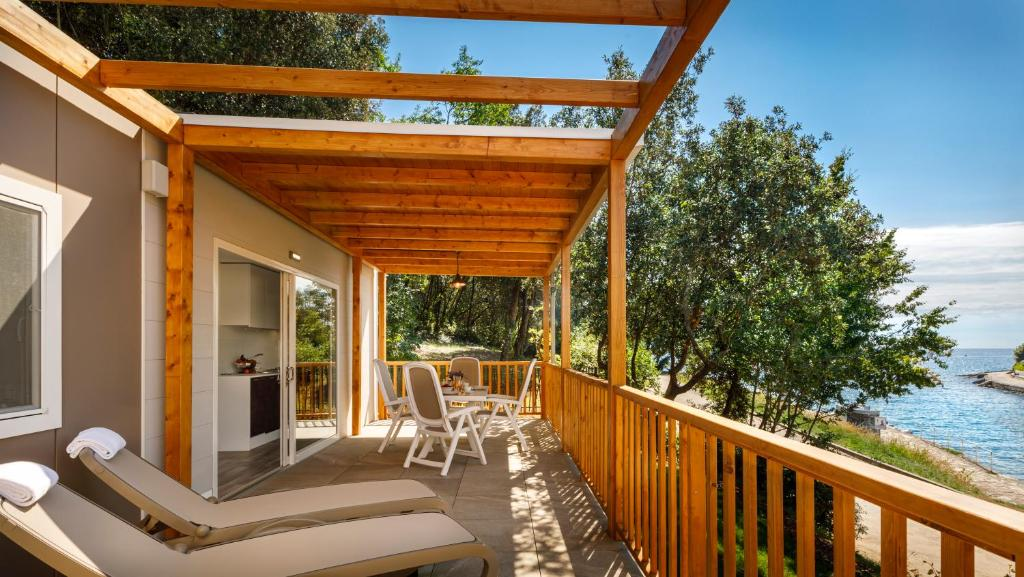 A balcony or terrace at Mobile Homes Porto Sole
