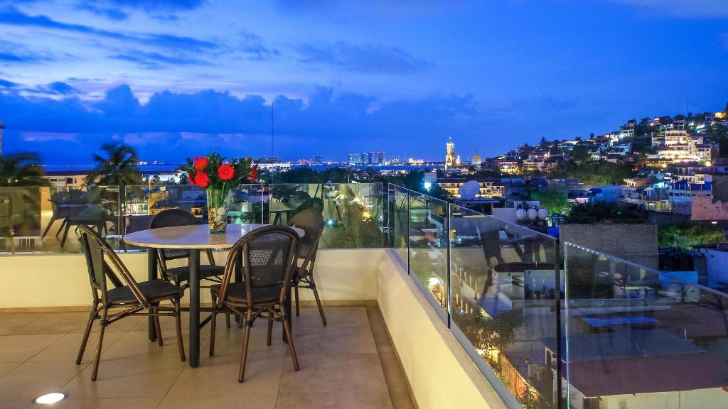 Z602 Condo at Romantic Zone 2bd2bth 6th floor wbalcony Parking available