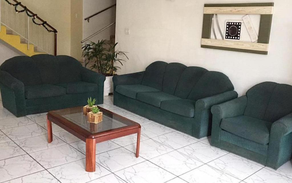 A seating area at Hotel e Restaurante Avenida