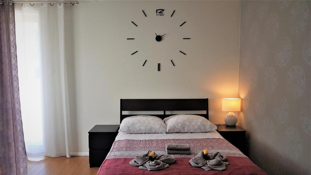 A bed or beds in a room at Lux Apartment Cosy