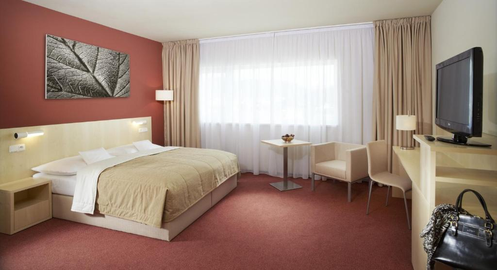 A bed or beds in a room at Clarion Congress Hotel Ústí nad Labem
