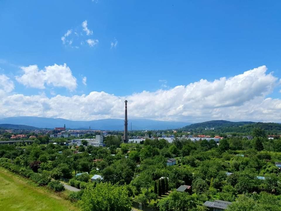 Widok z lotu ptaka na obiekt Z widokiem na góry-Zabobrze