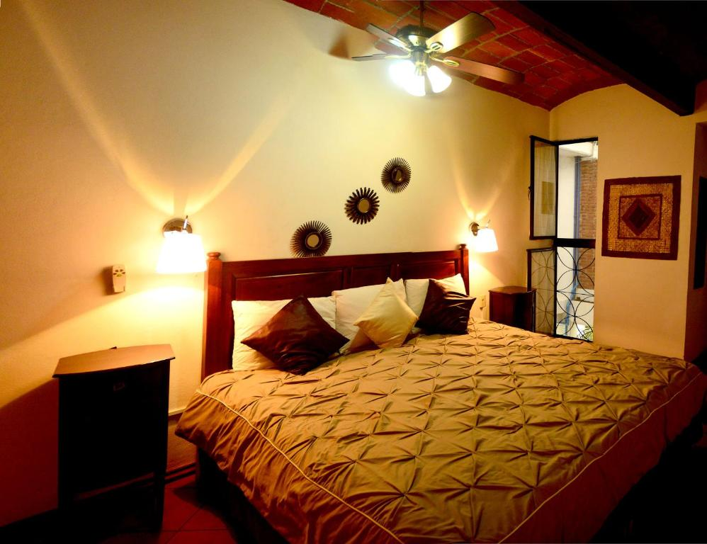 A bed or beds in a room at Las Mariposas Eco-Hotel & Studios