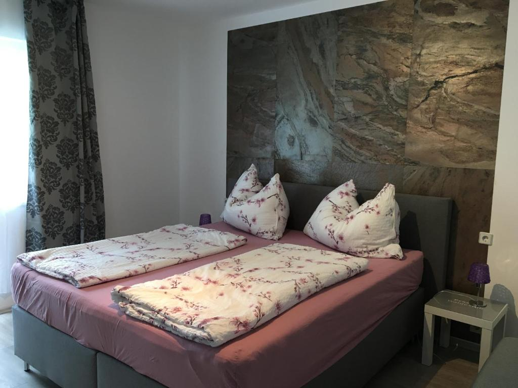 A bed or beds in a room at Pension Waldesruh