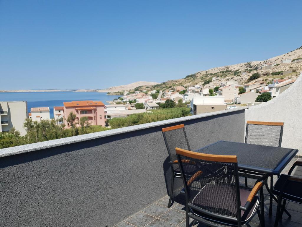 A balcony or terrace at Apartmani Dalmatinka