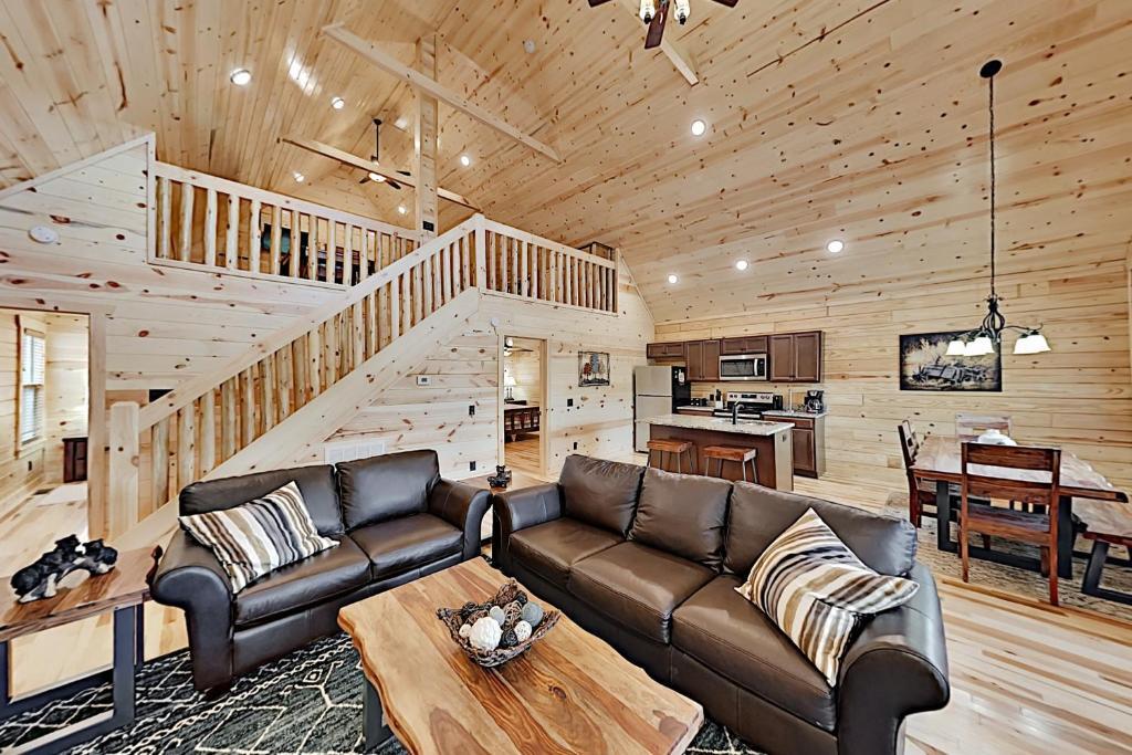 Appalachian Starr: New Cabin w/ Pools & Hot Tub cabin