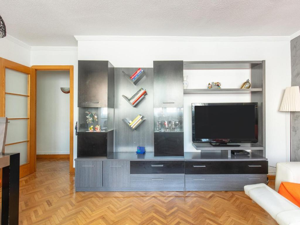 Captivating Apartment in Madrid near El Retiro Park 6