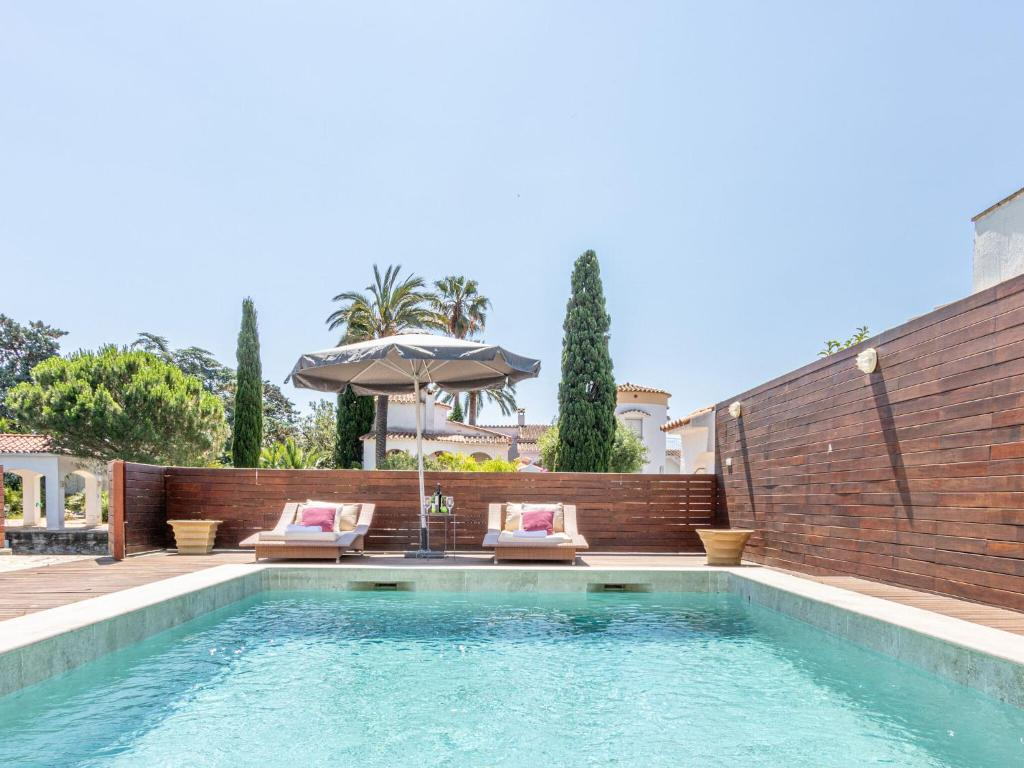 Modern Holiday Home On The Canal With Private Swimming Pool Empuriabrava Updated 2021 Prices