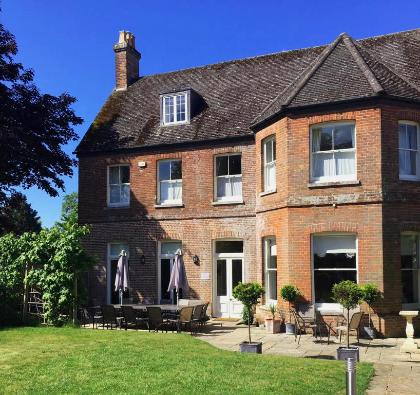 Substantial 6 bed House in Christchurch Dorset