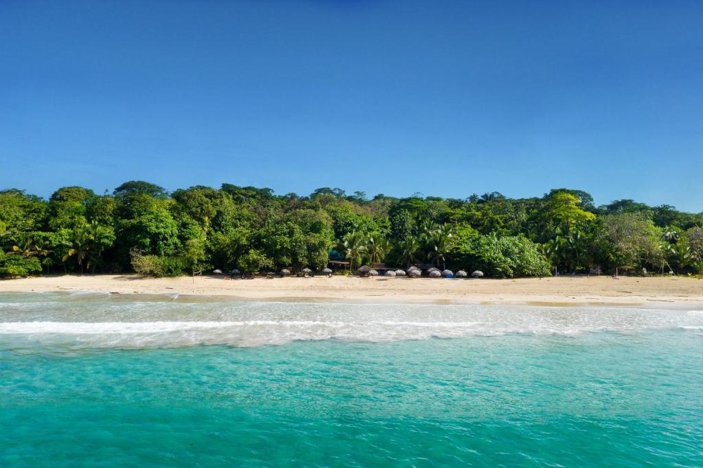 Ein Strand an oder in der Nähe der Lodge