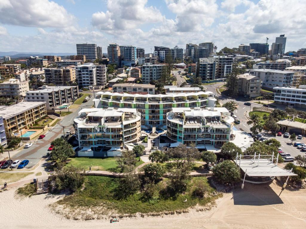 A bird's-eye view of Rolling Surf Resort