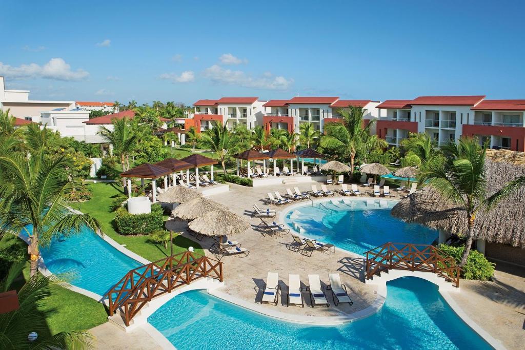Изглед към басейн в Now Larimar Punta Cana или наблизо