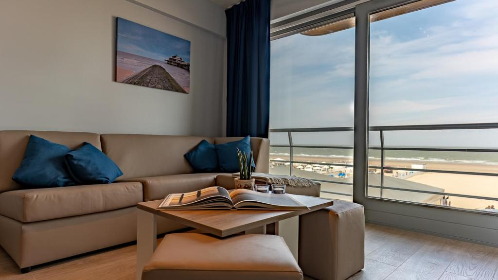 A seating area at Holiday Suites Blankenberge