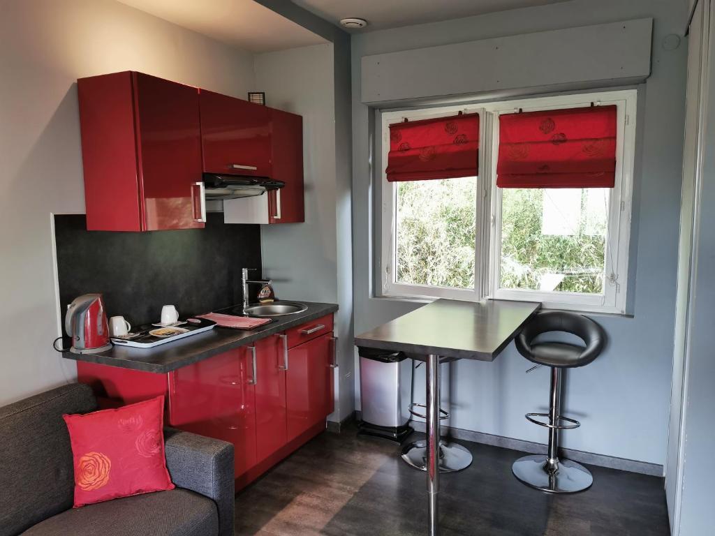 A kitchen or kitchenette at Appartements Le Clos des Bambous