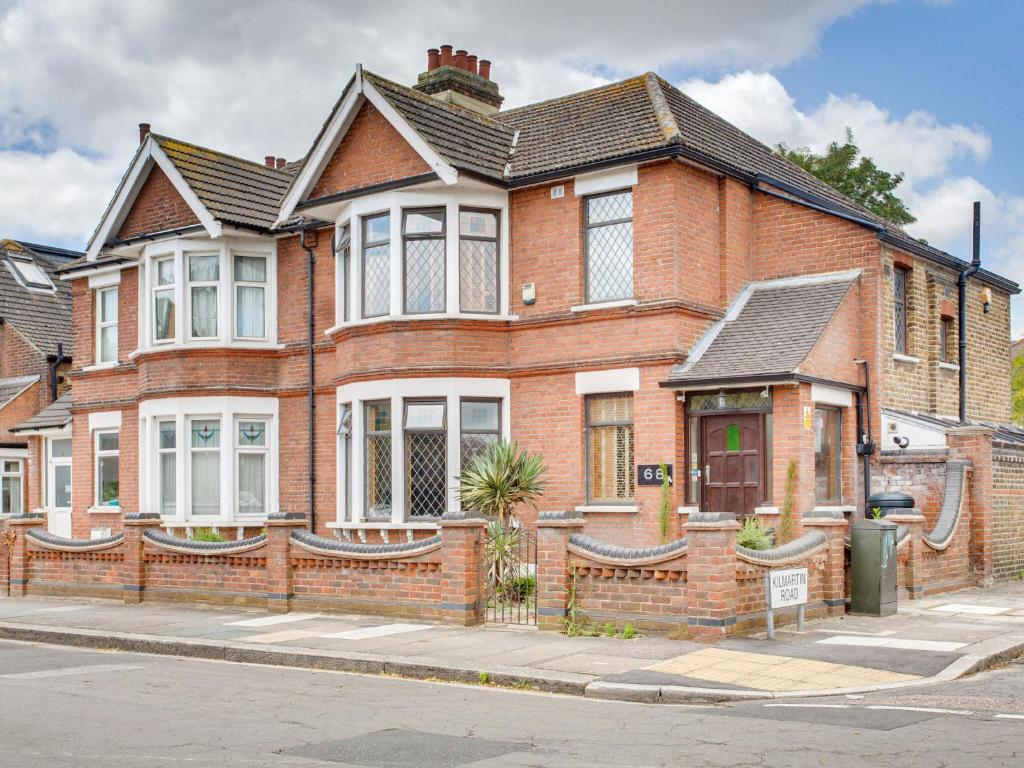 Holiday Home Opulent Mansion In Ilford Near Valentines Park Uk Booking Com