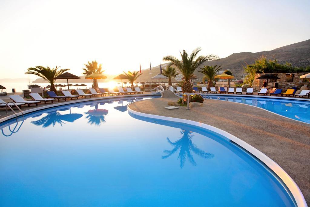 Πισίνα στο ή κοντά στο Far Out Village Hotel