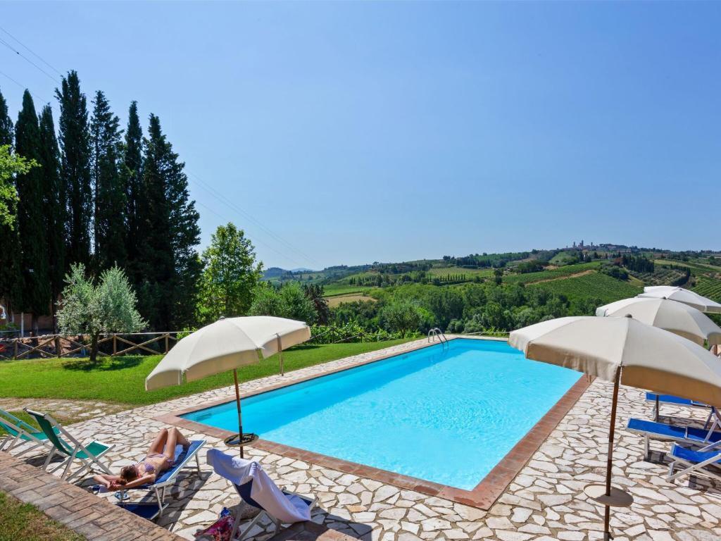 Quaint Farmhouse in San Gimignano with Swimming Pool