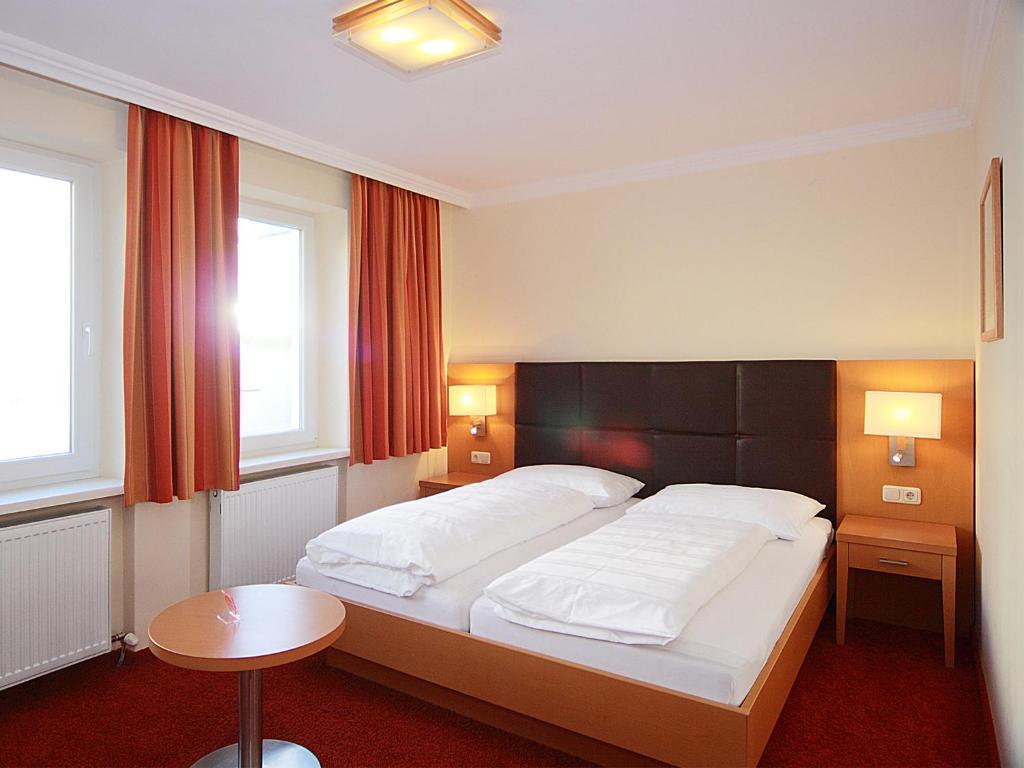 A bed or beds in a room at Hotel Goldener Adler