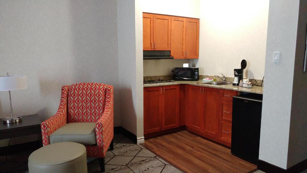 Hotel Rose City Suites Welland Canada Booking Com