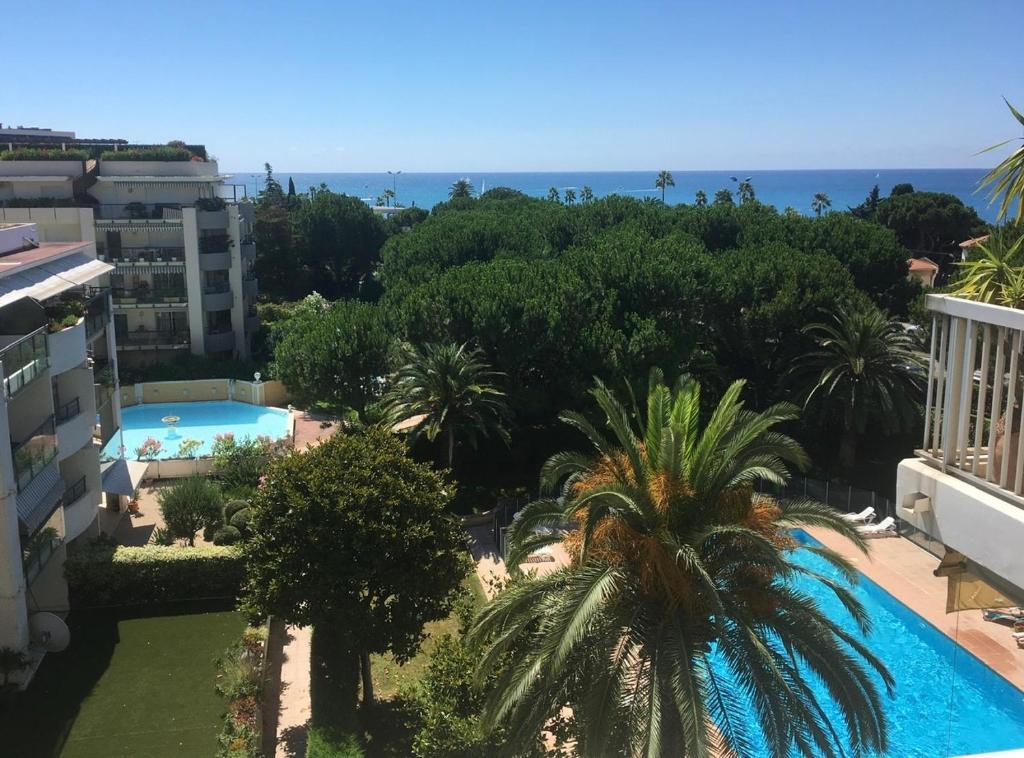 Bel appartement climatisé vue mer à 50 m de la plage