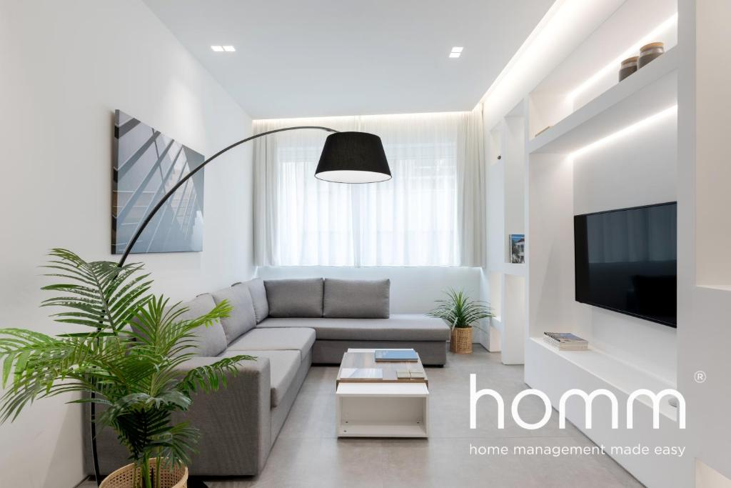 A seating area at Stay homm® Miltiadou, Rooftop with Acropolis view
