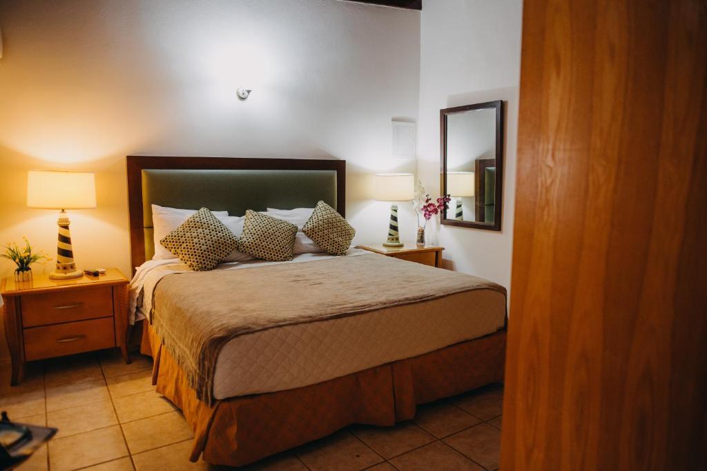 Cama ou camas em um quarto em 10 MINUTES THE EAGLE BEACH