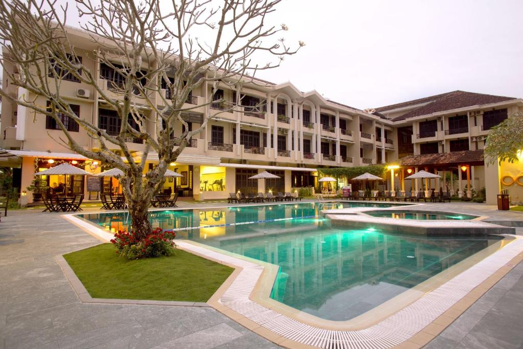 Der Swimmingpool an oder in der Nähe von The Hoi An Historic Hotel Managed by Melia Hotels International