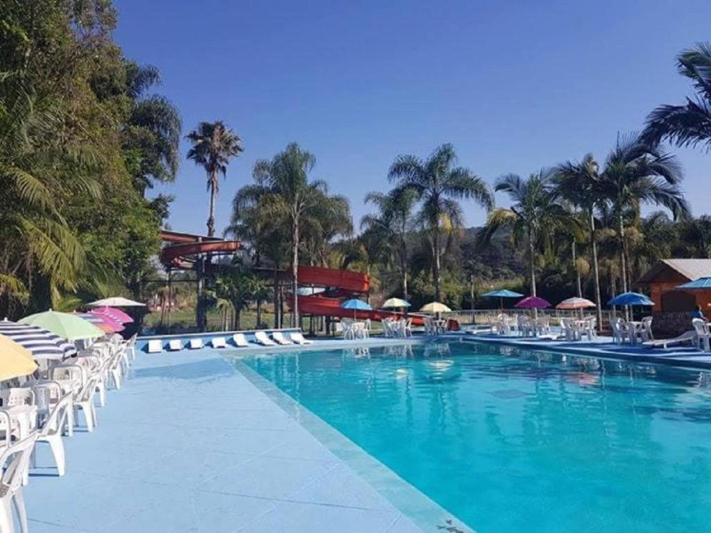 A piscina localizada em Pousada Paraíso das Águas ou nos arredores