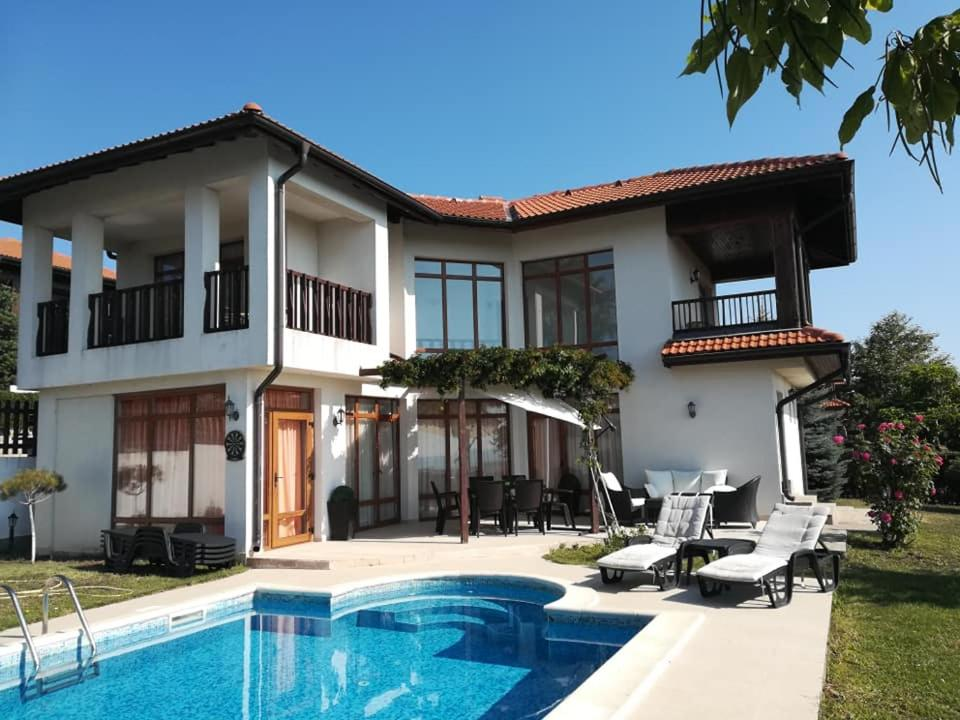 Villa Margeritha 3 Bedroom mit Privat Pool & Sea View