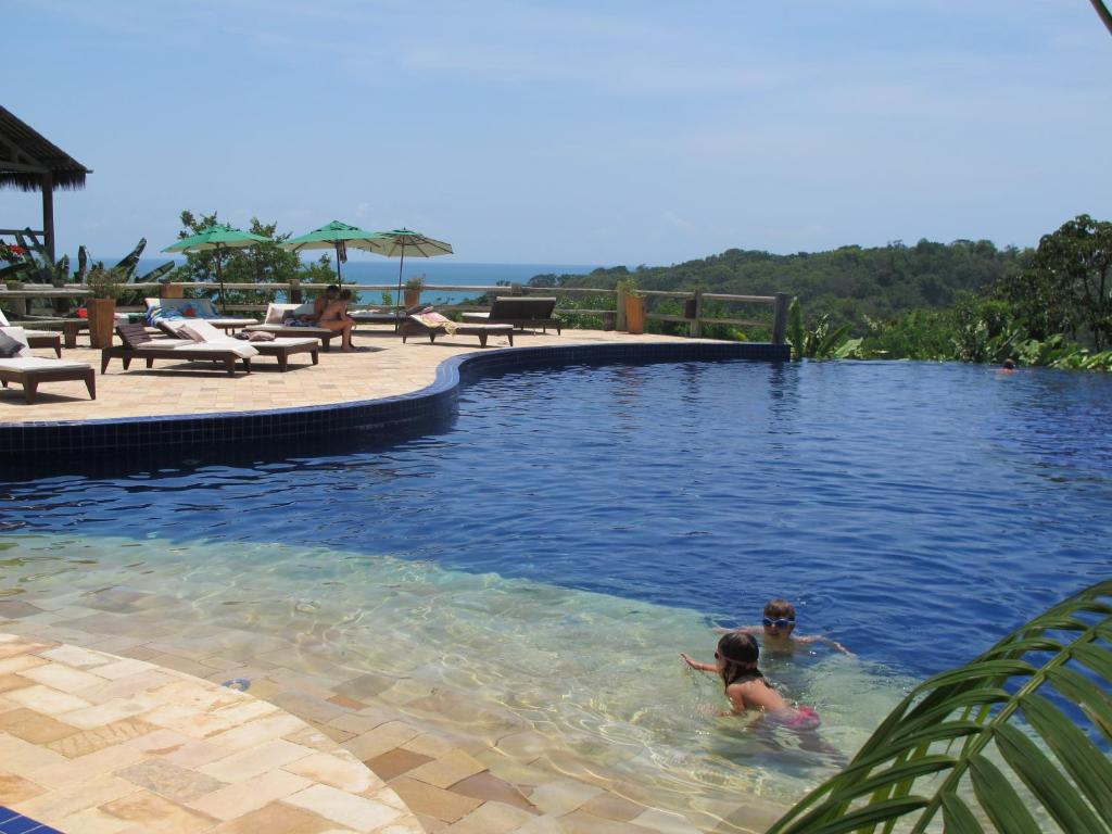 The swimming pool at or near Bangalô Villas do Pratagy