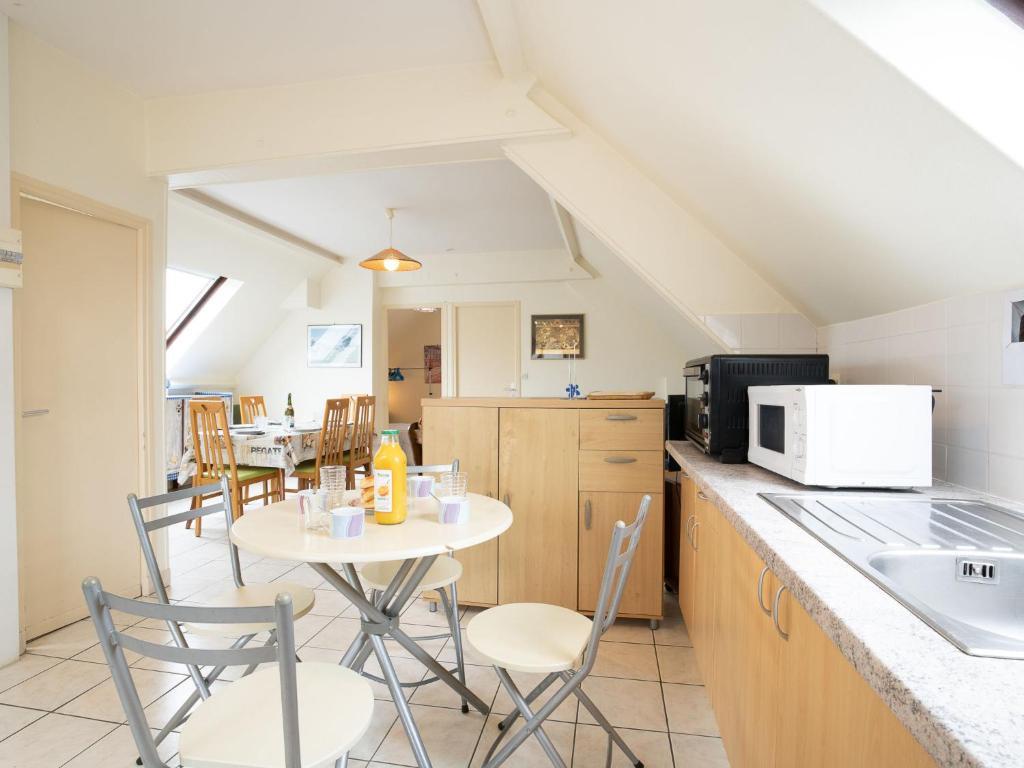 A kitchen or kitchenette at Apartment Clos des Dunes