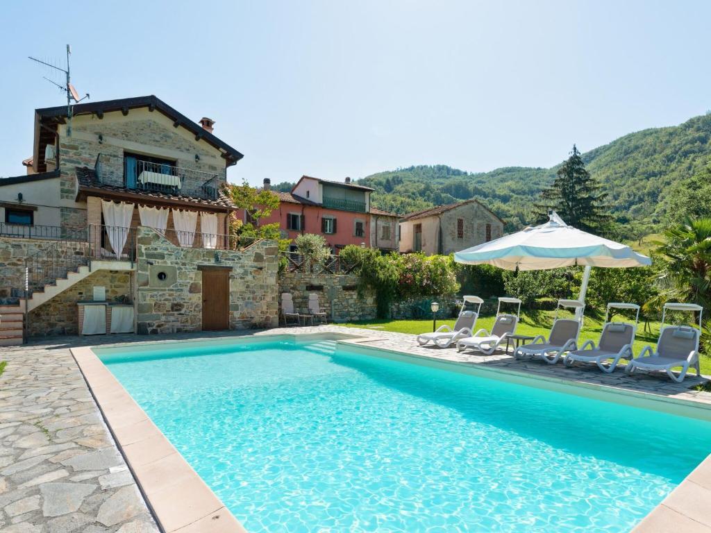 Lavish Villa in Spicciano-Fivizzano with Swimming Pool